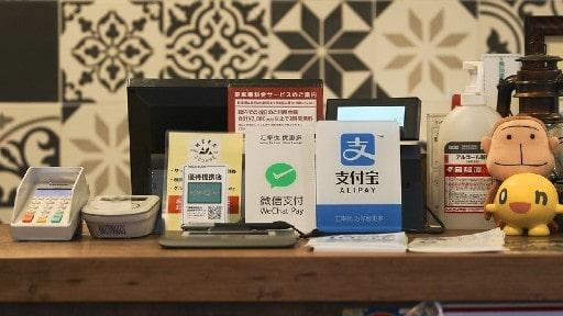 クレジットカードか電子決済サービスか銀行振込か